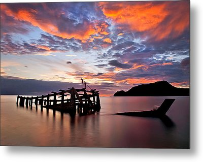 The Wreck In Sea With Fantastic Sky Metal Print by Arthit Somsakul