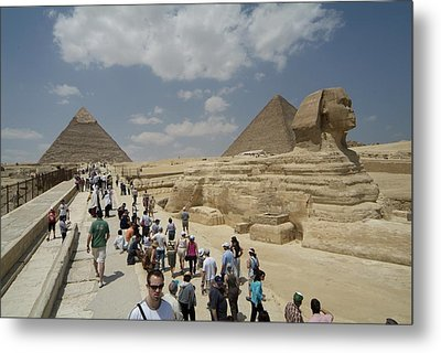 Tourists View The Great Sphinx Metal Print by Richard Nowitz
