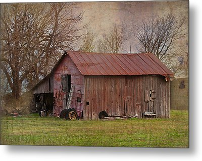 Tractor Barn Metal Print by Lisa Moore