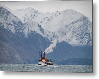 Tss Earnslaw Steamboat Against The Southern Alps Metal Print