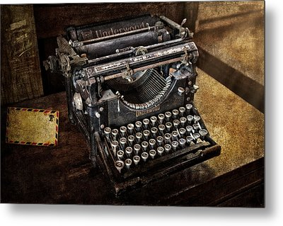 Underwood Typewriter Metal Print by Susan Candelario