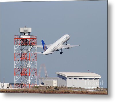 United Airlines Jet Airplane At San Francisco International Airport Sfo . 7d11846 Metal Print by Wingsdomain Art and Photography