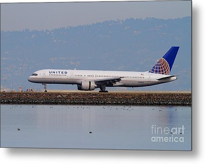 United Airlines Jet Airplane At San Francisco International Airport Sfo . 7d12129 Metal Print by Wingsdomain Art and Photography