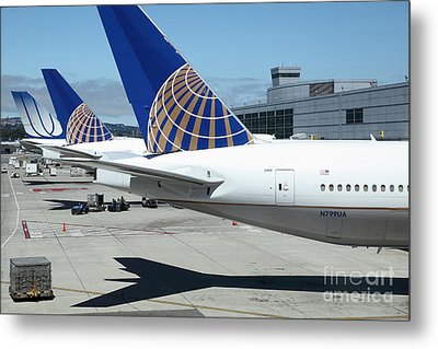United Airlines Jet Airplane At San Francisco Sfo International Airport - 5d17110 Metal Print by Wingsdomain Art and Photography