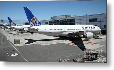 United Airlines Jet Airplane At San Francisco Sfo International Airport - 5d17112 Metal Print by Wingsdomain Art and Photography
