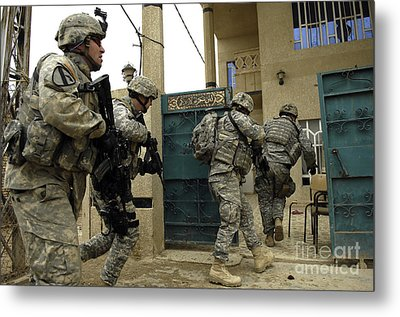 U.s. And Iraqi Army Soldiers Rushing Metal Print by Stocktrek Images