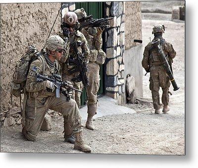 U.s. Army Battalion Pulls Security Metal Print by Stocktrek Images