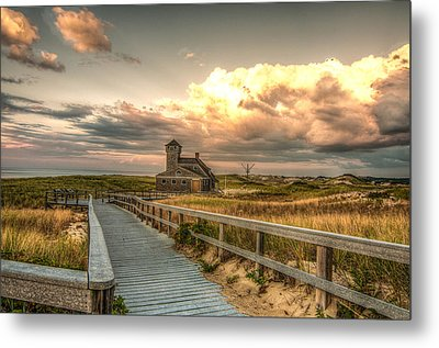 U.s. Rescue Station At Race Point Cap Cod Metal Print by Linda Pulvermacher