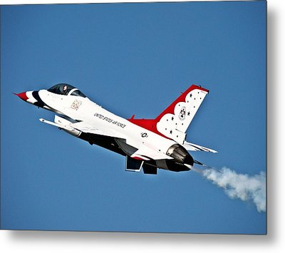 Metal Print featuring the photograph Usaf Thunderbird F-16 by Nick Kloepping