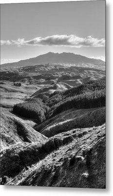 Valley View Metal Print by Les Cunliffe