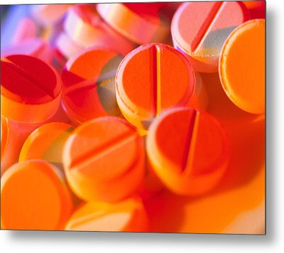 View Of Several Scored Paracetamol Tablets Metal Print by Steve Horrell