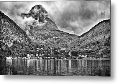 Vinashornet Mountain Metal Print