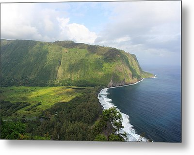 Metal Print featuring the photograph Waipio Valley by Scott Rackers