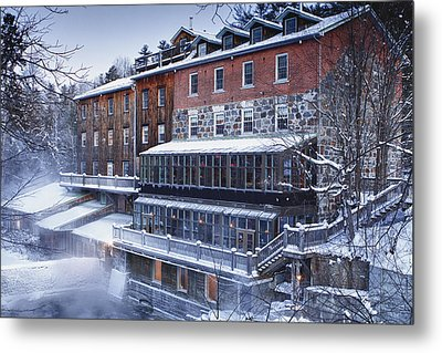 Metal Print featuring the photograph Wakefield Inn by Eunice Gibb