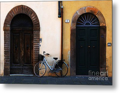 Walled City Of Lucca Metal Print by Bob Christopher