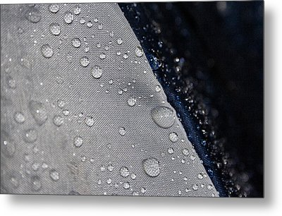 Metal Print featuring the photograph Water Droplets by Ester  Rogers
