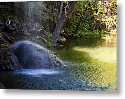 Water Falling On Rock Metal Print