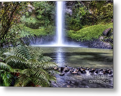Waterfall Metal Print by Les Cunliffe