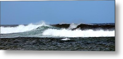 Metal Print featuring the photograph Waves On North Shore by Elizabeth  Doran