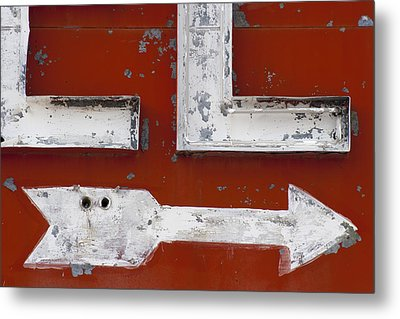 White Arrow On Motel Sign Metal Print by Carol Leigh