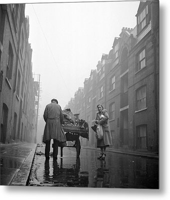 Whitechapel Street Metal Print by John Chillingworth