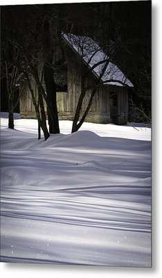 Winter Barn Metal Print by Rob Travis