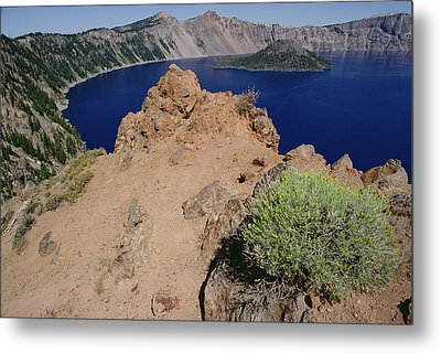 Wizard Island And Lake Shore, Mt Metal Print by Gerry Ellis