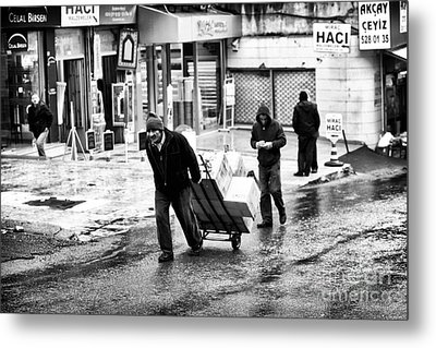 Working In Istanbul Metal Print by John Rizzuto