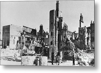 World War II: Tours, 1940 Metal Print by Granger