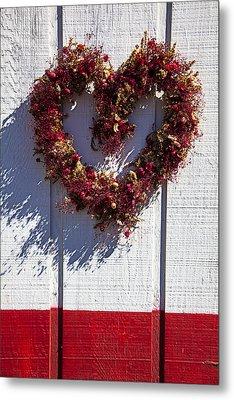 Wreath Heart On Wood Wall Metal Print by Garry Gay