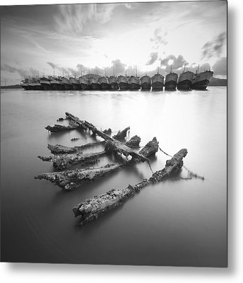 Wreck Metal Print by Teerapat Pattanasoponpong