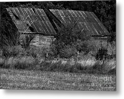 Yesterday's Barn Metal Print by Alan Look