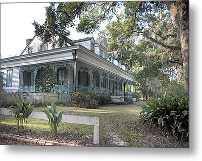 Plantation Home Metal Print by John Hix