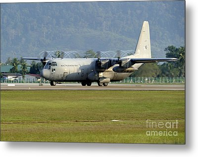 A C-130j Hercules Of The Royal Metal Print by Remo Guidi