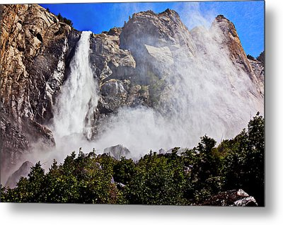 Bridalveil Fall Yosemite Valley Metal Print by Garry Gay