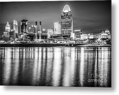 Cincinnati Skyline Black And White Picture Metal Print by Paul Velgos