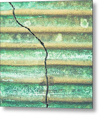 Cracked Clay Pot Metal Print by Tom Gowanlock