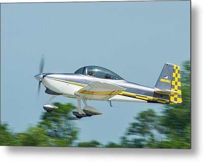 Cracker Fly-in Metal Print by Michael Sussman