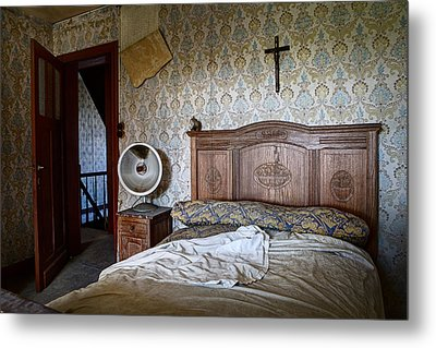 Deserted Bed Room - Urban Exploration Metal Print by Dirk Ercken