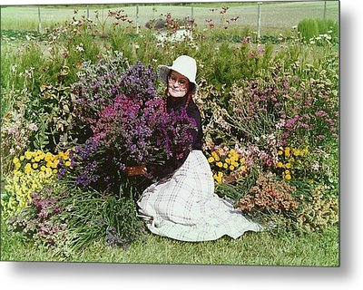 Loving Flowers Metal Print by Shirley Sirois