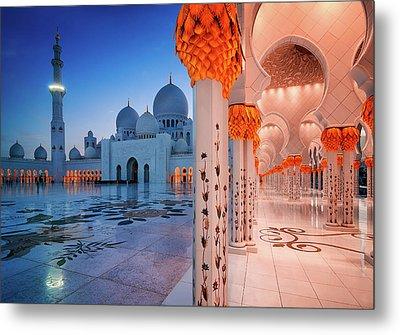 Night View At Sheikh Zayed Grand Mosque, Abu Dhabi, United Arab Emirates Metal Print