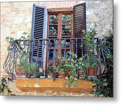 Metal Print featuring the photograph Pienza Balcony by Pat Purdy