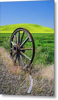 Rustic Wagon Wheel In The Palouse Metal Print by James Hammond