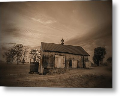 Rusty Ole Barn Metal Print