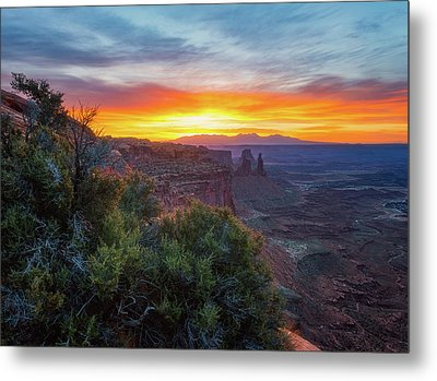 Sunrise Over Canyonlands Metal Print by Darren White