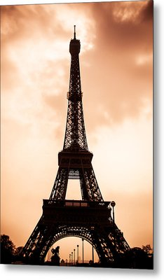 The Eiffel Tower In Paris During Sunset Metal Print