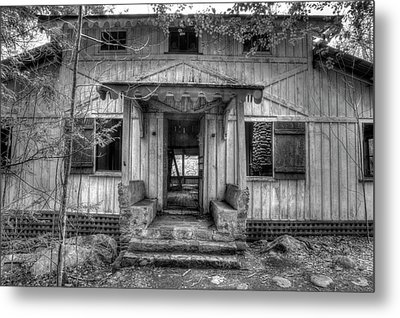 Metal Print featuring the photograph This Old House by Mike Eingle