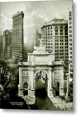 1919 Flatiron Building With The Victory Arch Metal Print
