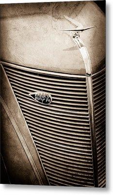 1937 Lincoln-zephyr Coupe Sedan Grille Emblem - Hood Ornament -0100s Metal Print