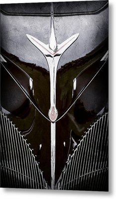 1940 Lincoln-zephyr Convertible Grille Emblem - Hood Ornament -0093ac Metal Print